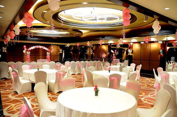 birthday-party-hall-table-setting-decora