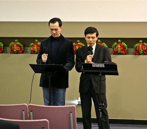 Eulogy: son John with Rev. Hing Chai Cheng (Chinese translation)
