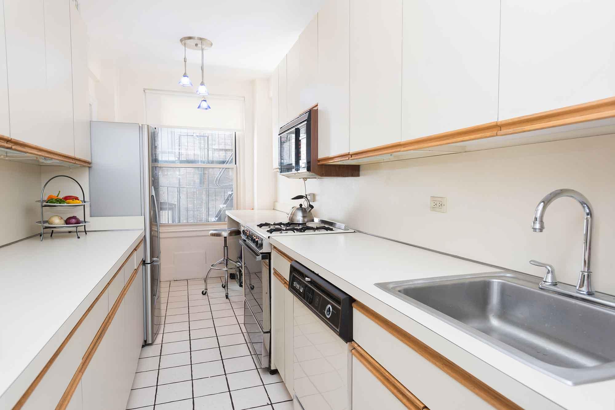 410-CPW-2E_kitchen