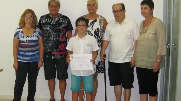 Un jove d'11 anys fa el primer donatiu per l'ELA