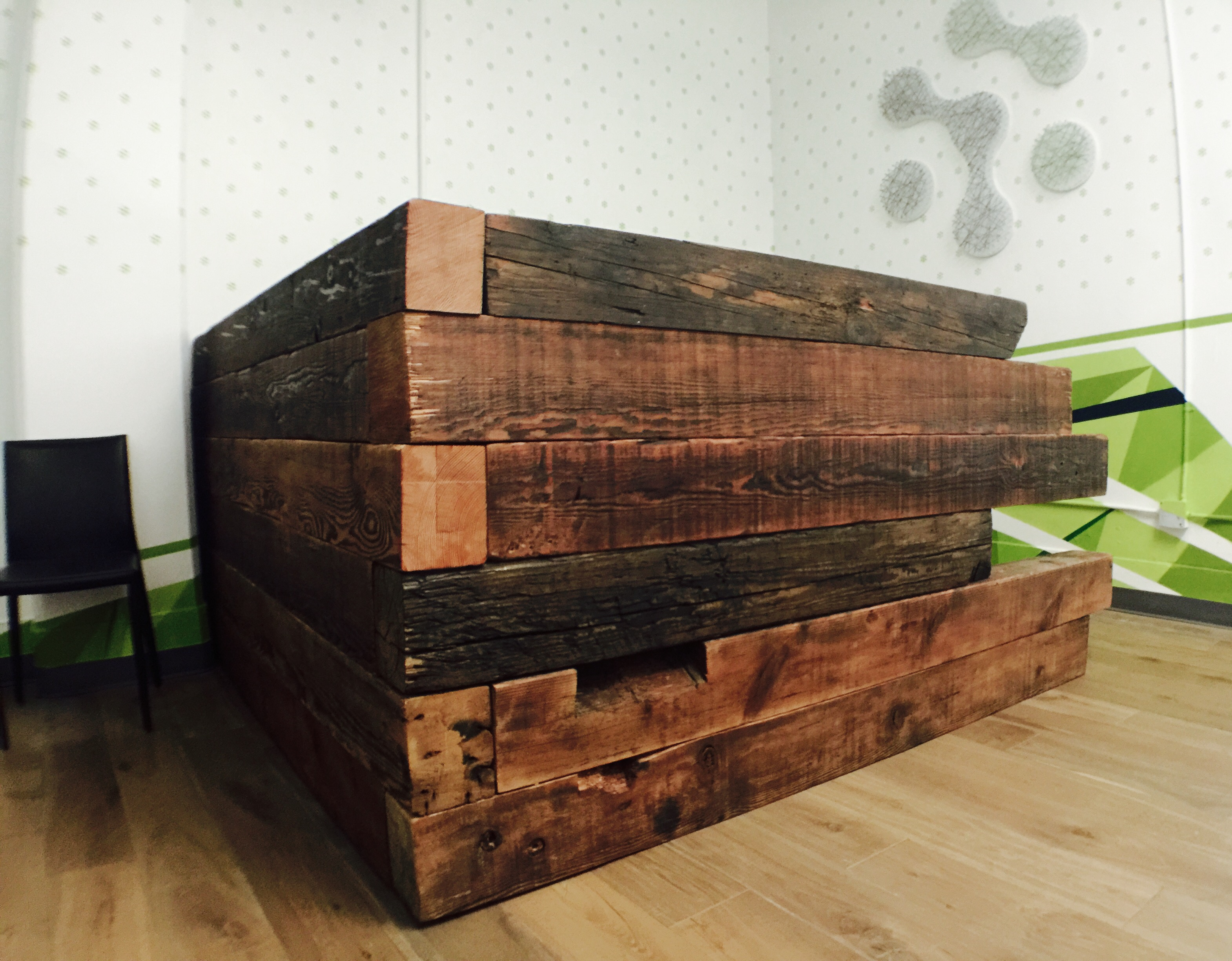 RECEPTION DESK WITH A HEAVY WEIGHT
