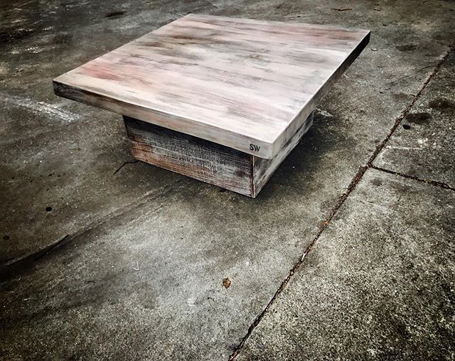 #statuswood #coffeetable #reclaimedwooddesign #furnituredesign #wooddecor #customfurniture #slabtabl
