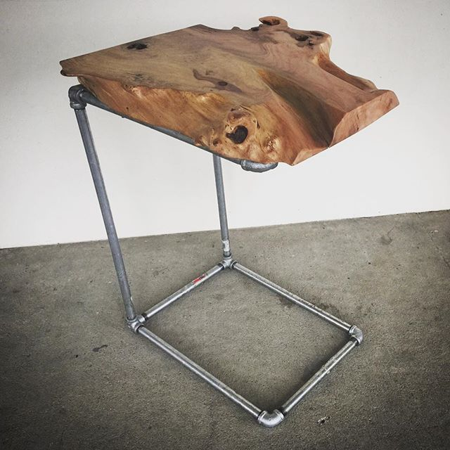C TABLE / LIVE EDGE