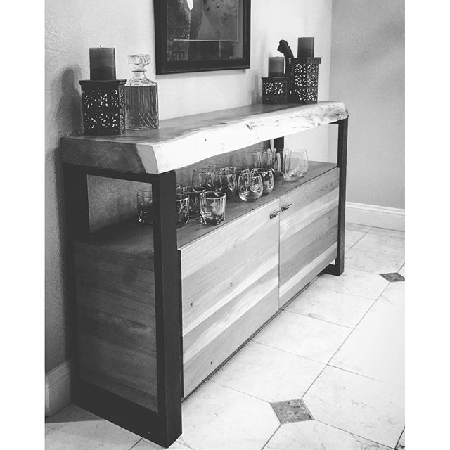 #statuswood #reclaimedwooddesign #naturaledge #liveedge #homedecor #uniquefurniture #homedesign #bar
