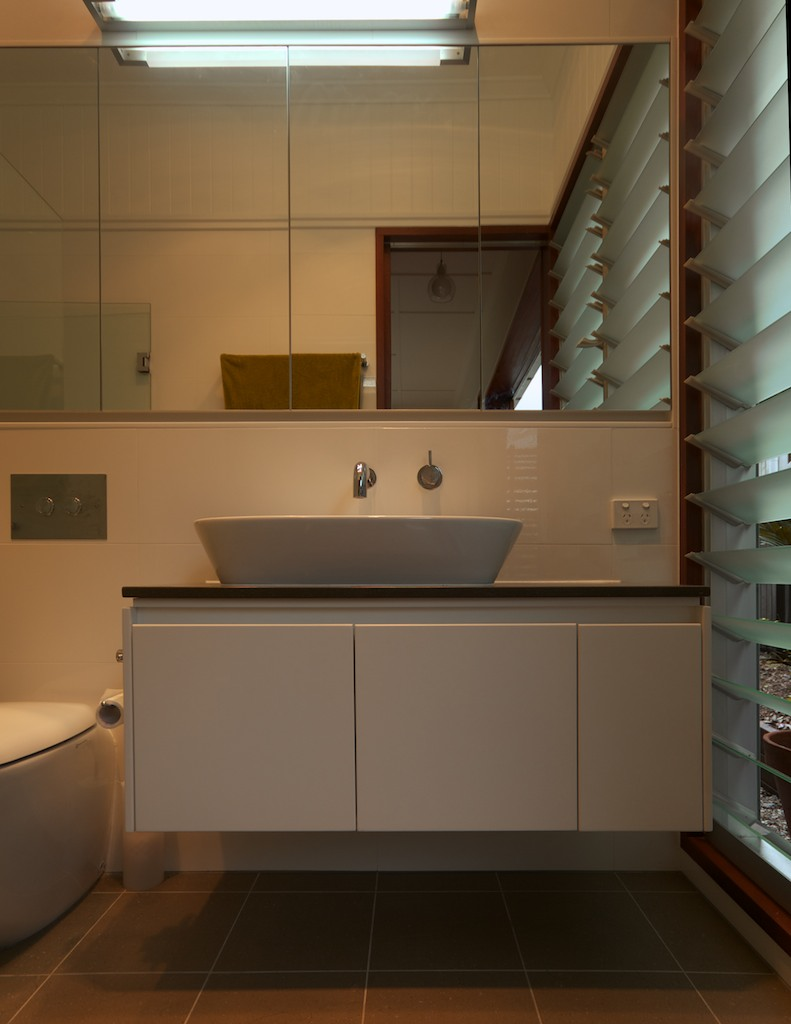 Victoria Cres bathroom1.jpg