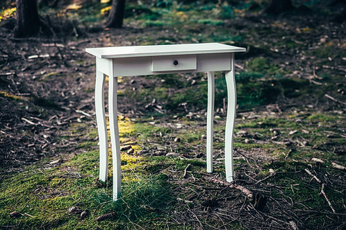 Bílý obřadní stolek