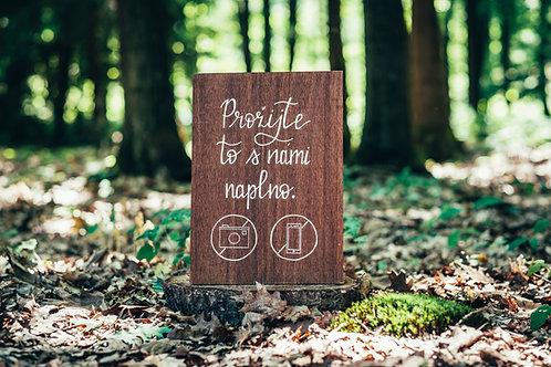 Prožijte to s námi naplno - hnědé dřevo