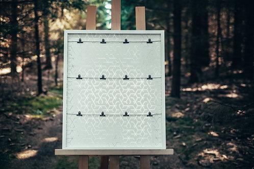 Bílý obraz na dekoraci