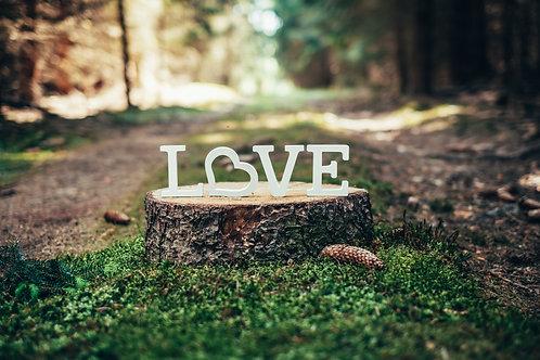 Písmena LOVE se srdcem