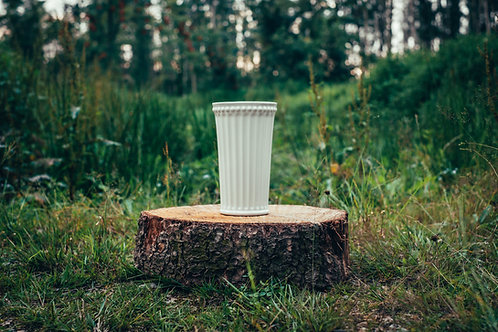 Bílá zdobená keramická váza