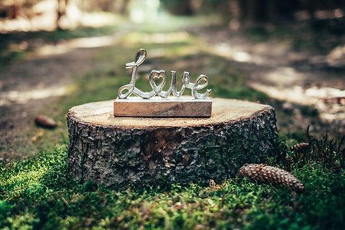 Dekorační nápis Love kovový zlatý