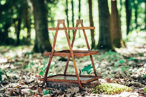 Dřevěný stojan třípatrový hnědý