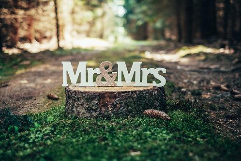 Dekorační nápis Mr&Mrs se zlatým detailem