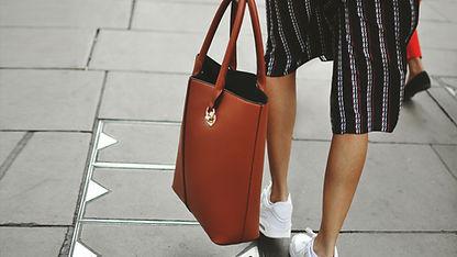 赤いバッグ