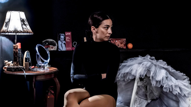 consept & choreography esra yurttut dramaturgy evren erbatur music anıl karaoğlu light design utku kara coproduction kast ( kadıköy art theatre) photo murat dürüm