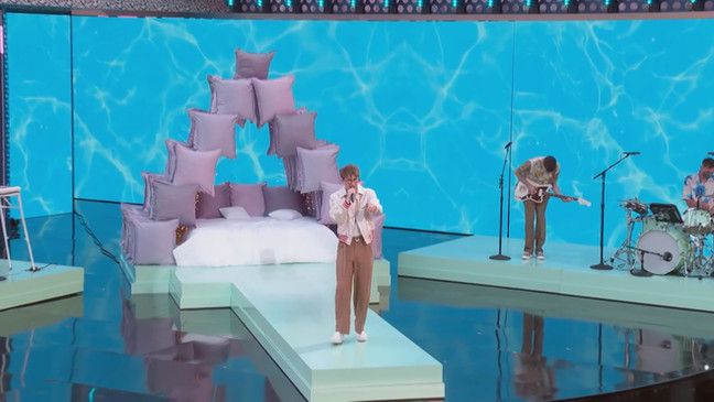 """""""Pyramid Pillows"""" on stage with band Glass Animals for the Billboard Music Awards 2021!"""