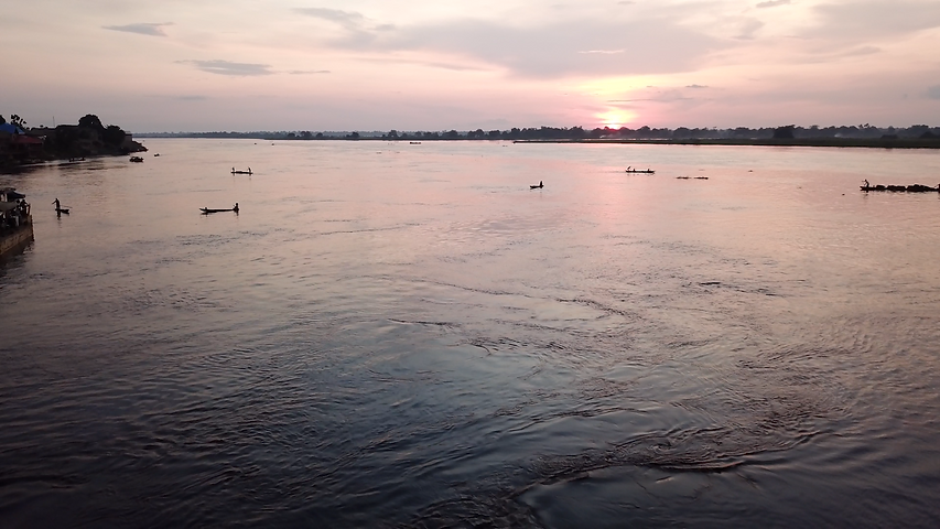 Mbandaka barge sunset.png