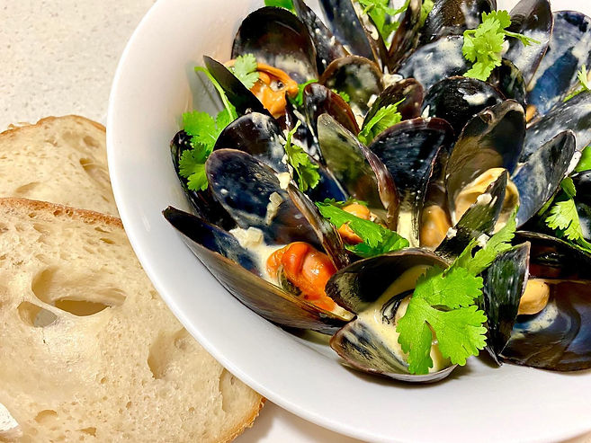 mussles in white sauce seafood menu Carm