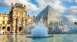 Louvre_Museum