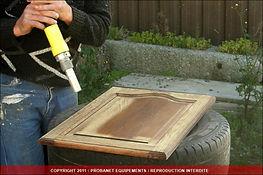 porte de cuisine décapée par aerogommage par la societe de decapage sarthe decap materiaux