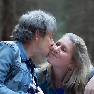 Grietje krijgt een knuffel en kus