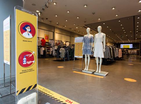 Koton'dan müşterilerine''geniş alanda mesafeli ve güvenli alışveriş'' imkanı