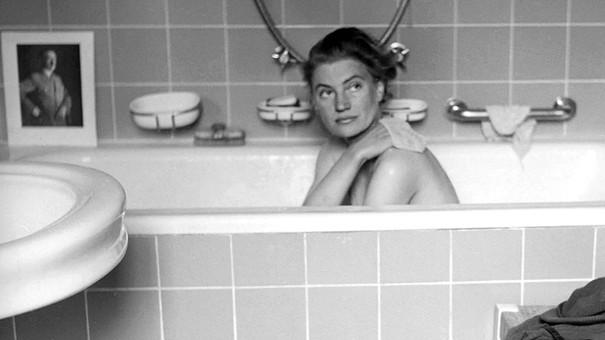 Lee Miller fa il bagno nella vasca dell'appartamento di Adolf Hitler.