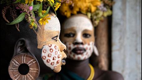 Andrea Alfieri incontra i Surma nella foresta dell'Etiopia