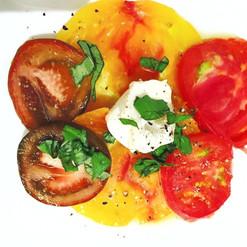Burrata and its old tomato carpaccio (Beef heart tomatoes, Crimean black tomato, Pineapple tomato)