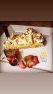 Tarte with meringue-rhubarb
