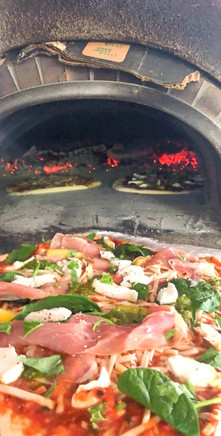 Pizza raw ham, mozza, spinach, pepperoni, homemade coulis & dough