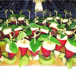 Fresh fruits skewers