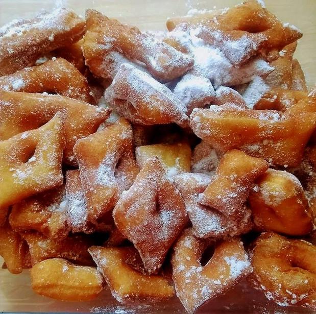 Bugnes (donuts)