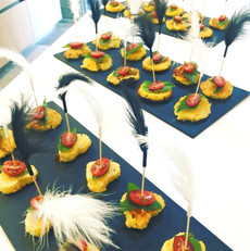 Shortbreads of polenta with basil, cherr