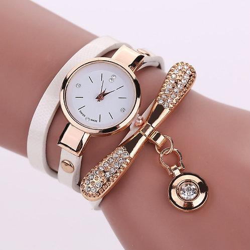 Reloj de cuero, con accesorios.(M)