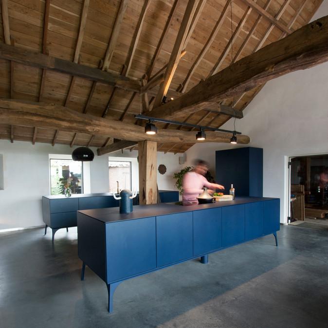 Blauw free standing kitchen - Atelier Ruben van Megen