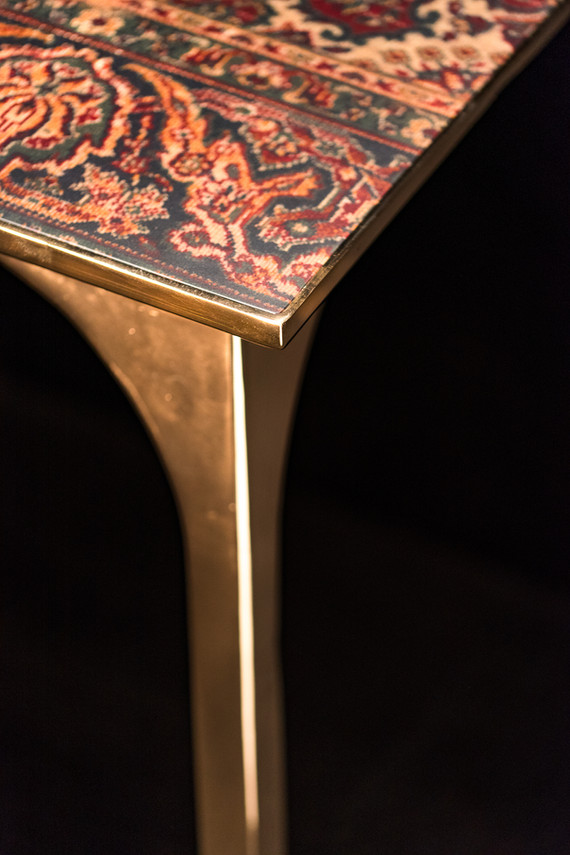 Detail bronze and carpet Café 6116 dining table - Atelier Ruben van Megen