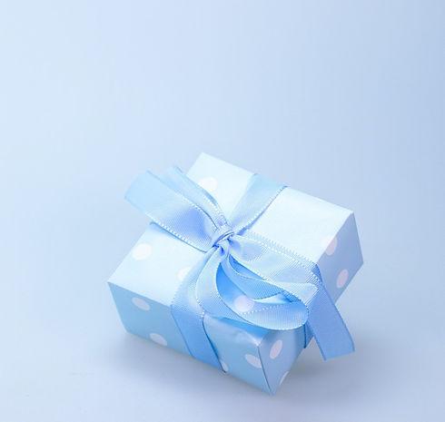 gift-548290_1920_edited.jpg