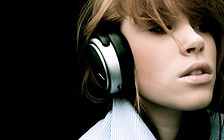 headphones-girl_00424107.jpg