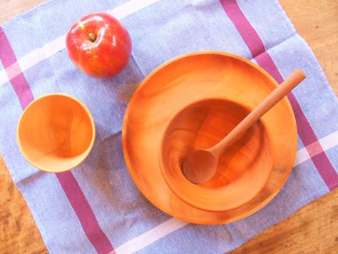 やさしい木のお皿やスプーン