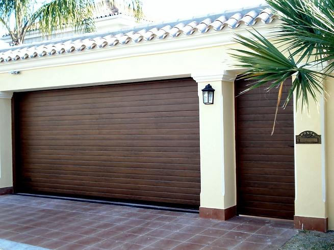 Puerta automatica de madera por ambas caras.