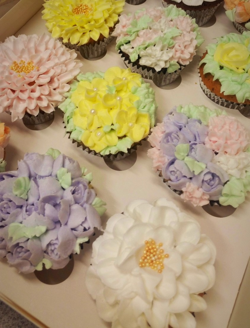 Delicate Floral Cupcakes