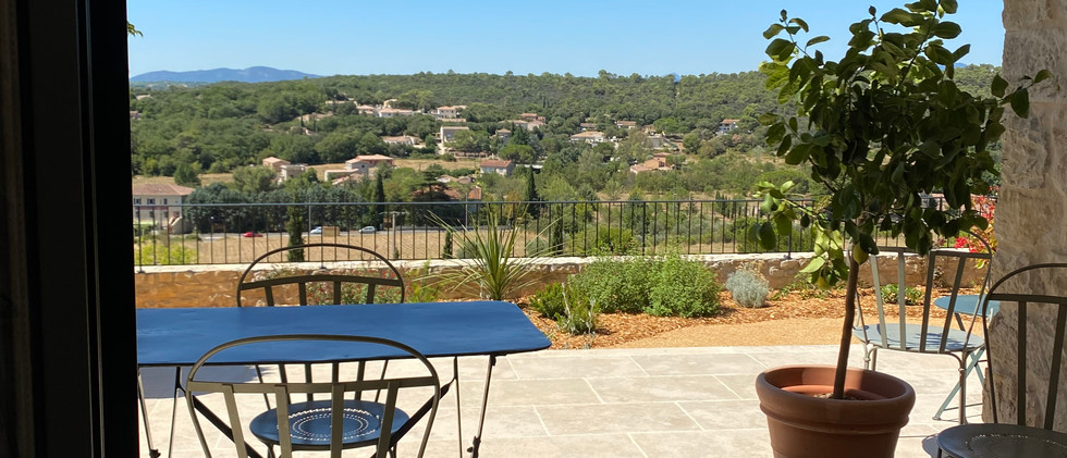 Le Gite, sa terrasse ombragée et sa vue