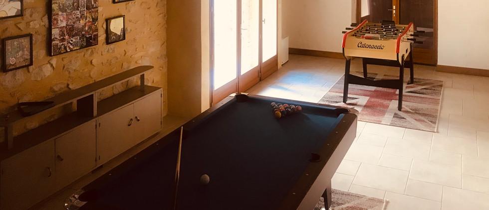 Le mas du figuier, salle de jeux avec billard et baby-foot