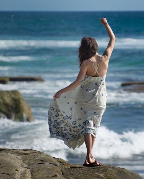 Amber dances on the rocks.