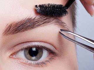 Как снизить чувствительность при удалении нежелательных волос с лица.