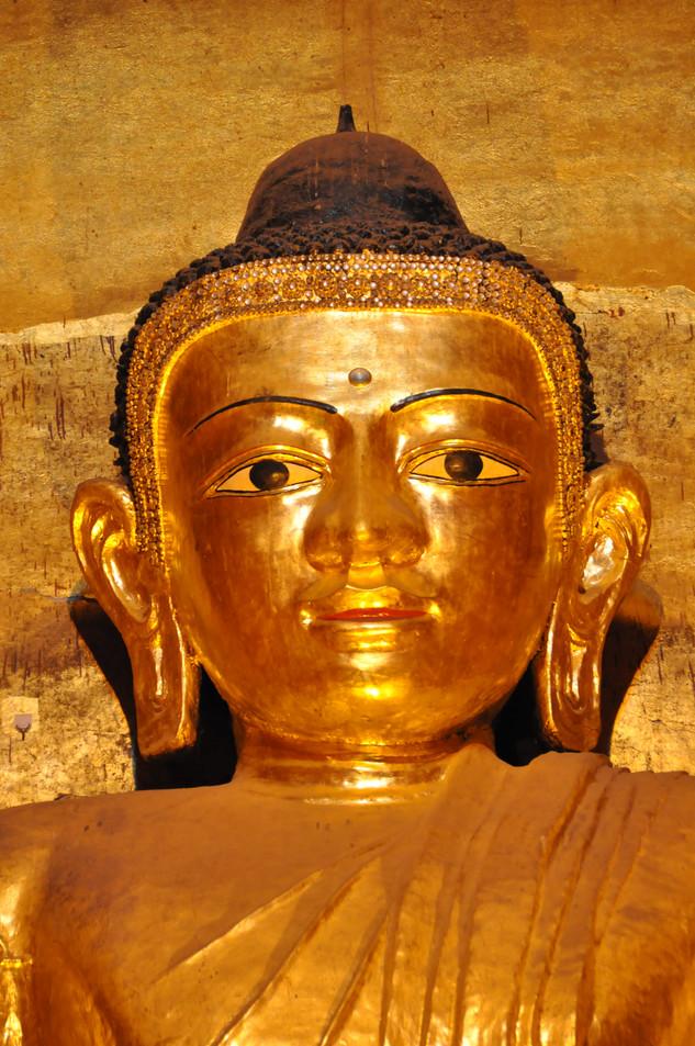 myanmar gouden boeddha bagan