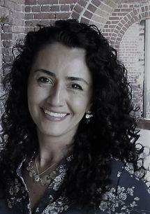 Resume Ana Alvarez (003)_edited.jpg