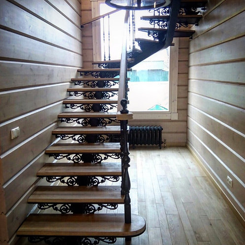 Лестница маршевая чугунная с деревянными ступенями
