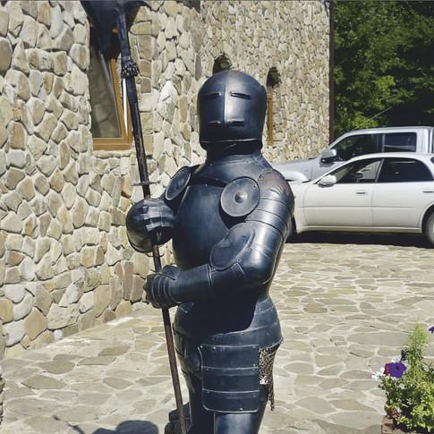 """Парковая скульптура """"Черный рыцарь"""""""